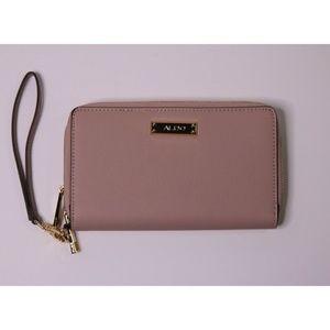 "Aldo Light Pink 9 x 4"" Wristlet Women's Clutch Bag"